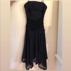A black prom dress